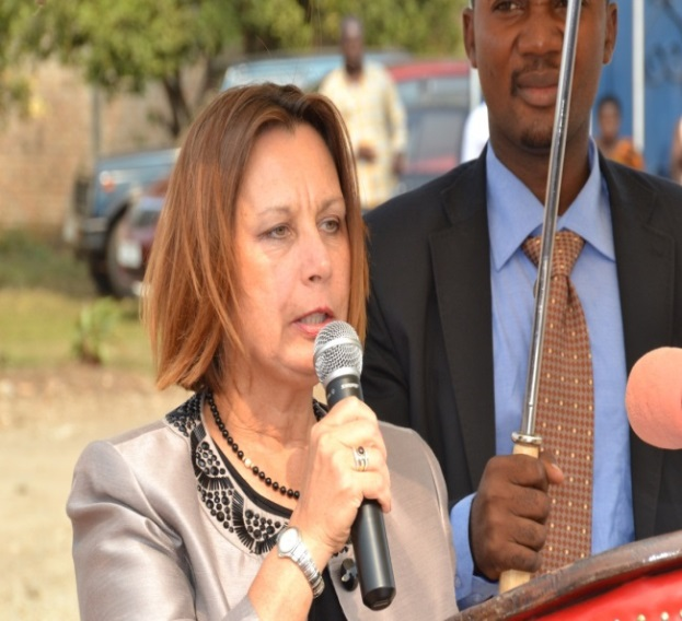 The U.S. Ambassador to Burundi, Dawn M. Liberi, delivers a speech at the official launch of the PMTCT Acceleration Project.